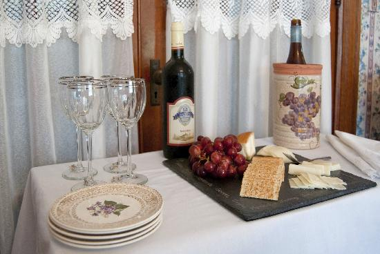 Parkview Bed and Breakfast: Wine & Cheese Social