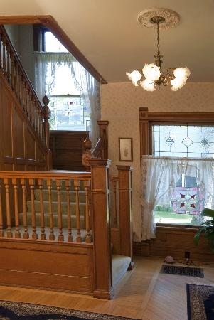 Parkview Bed and Breakfast : Open stairway