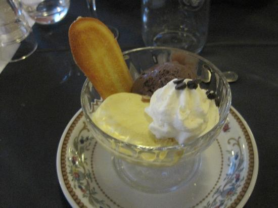 Hotel Garda - TonelliHotels: Ice Cream dessert in hotal