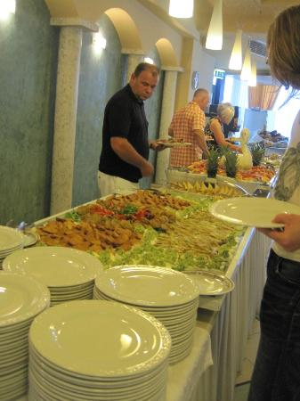 Hotel Garda - TonelliHotels: Gala dinner night buffet