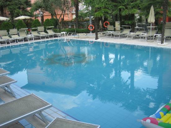 Hotel Garda - TonelliHotels: Pool