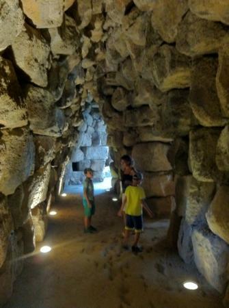 Nuraghe Sant'Antine: corridoio attorno alla torre centrale