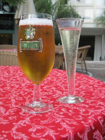 Hotel Garda - TonelliHotels: Beer (only €3) and fizz (a reasonable €2) from bar