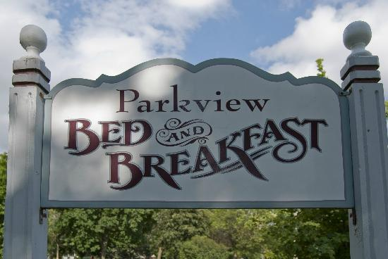 Parkview Bed and Breakfast: Parkview's sign