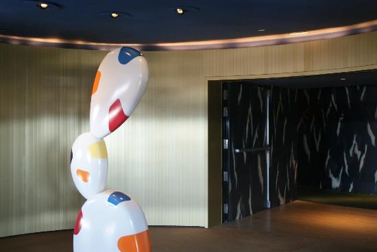 La Tete De Lit Retro Eclairee Picture Of Hotel Puerta America