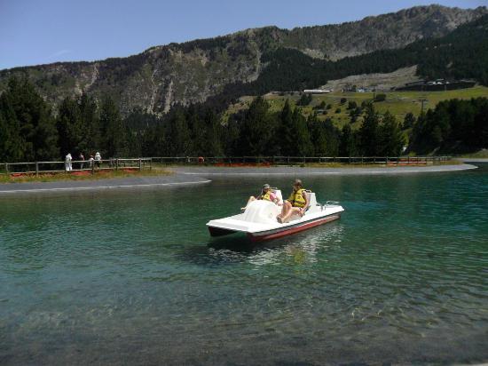 Grandvalira Ski Resort: pédalo sur l'étang