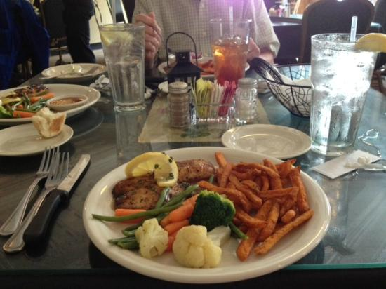 Forte's Restaurant on the Square: Fish 'n sweet potato fries!