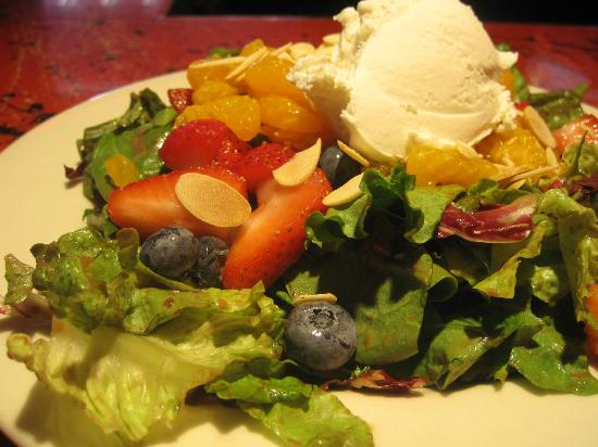 Three Tomatoes Trattoria: Summer Berry Salad with local goat cheese