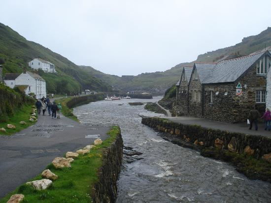 YHA Boscastle: hostel and harbour