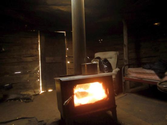 Spider Rock Campground : Roaring fire in the early morning, inside large hogan — keeps you toasty!