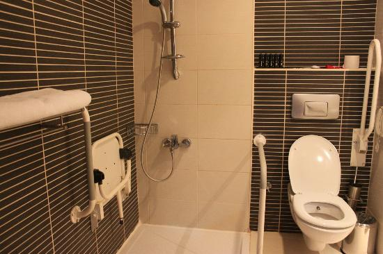 Voyage Belek Golf & Spa: Didn't ask for it but we got a disabled bathroom
