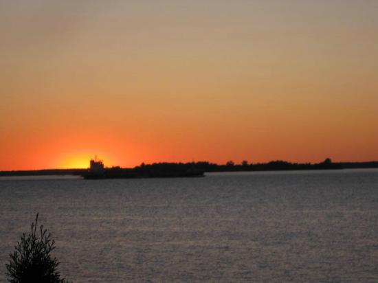 West Winds Motel & Cottages: beautiful sunset from the cottage
