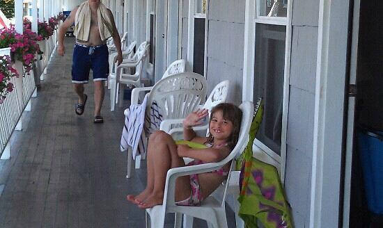 Sandpiper Beachfront Motel: Delaney loving the Sandpiper!!