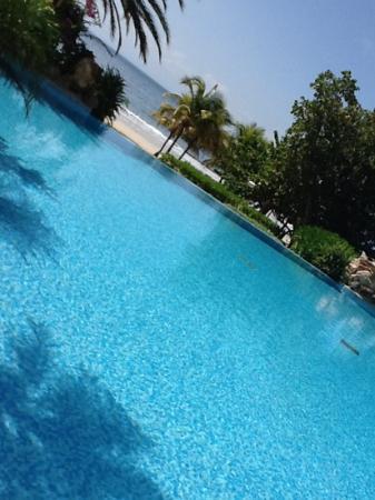 Hotel Venetur Margarita: Una pileta absolutamente maravillosa. Atención 100% amable