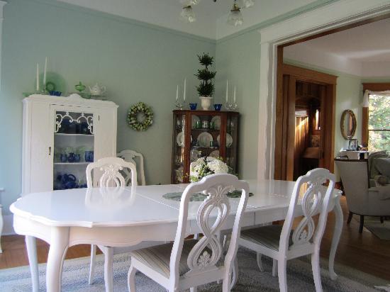 Bridgewalk Bed & Breakfast : Dining Room