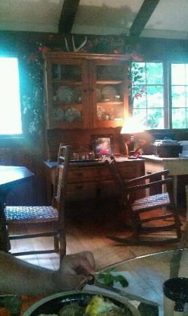 Robinwood Inn: breakfast room