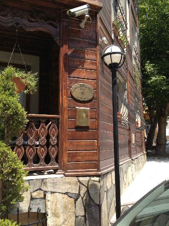 Artefes Hotel Istanbul: Outside Hotel