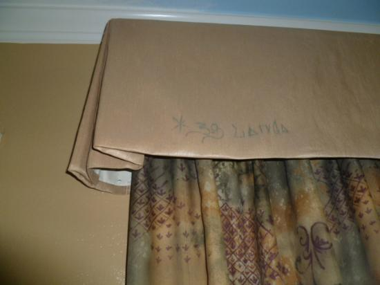 Rivera Motel: Gang Signs?