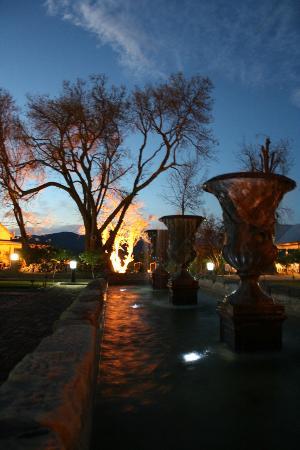 Su Casa @ Surval: Fountains