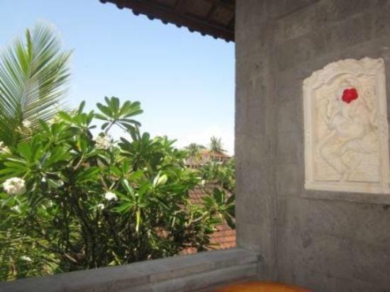 Bali Moon: delicate detail