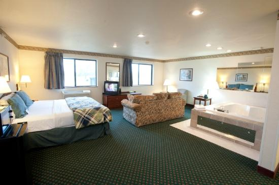 Super 8 Omaha Eppley Airport/Carter Lake: Large suites leave room to spread out