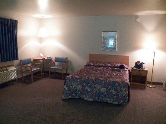 North Star Hotel – Pictured Rocks: One of three queen beds