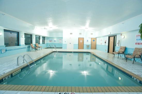 Super 8 Omaha Eppley Airport/Carter Lake: Indoor heated pool & Juccuzi