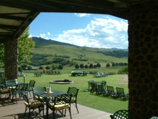 Bushmans Nek Berg & Trout Resort: A view from the dining patio