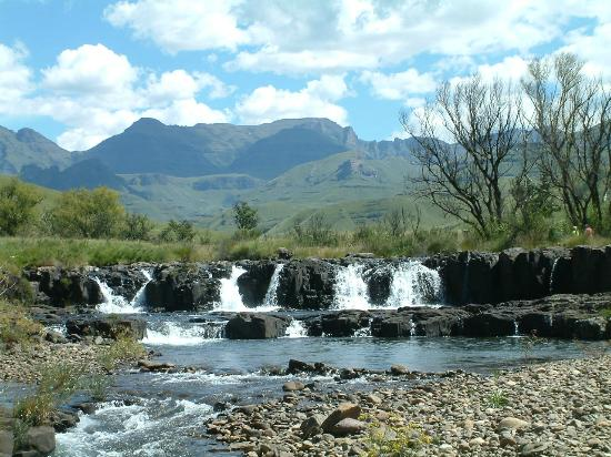 Bushmans Nek Berg & Trout Resort: Waterfal at teh border post
