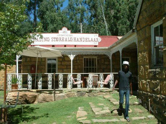 Bushmans Nek Berg & Trout Resort: Nearby shop down the road selling trout