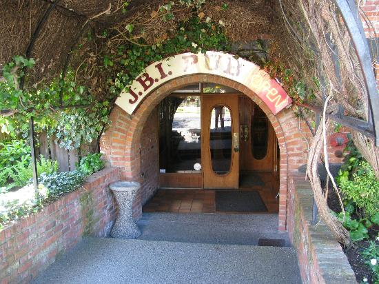 James Bay Inn Hotel, Suites & Cottage: The James Bay 'Lower Entrance'
