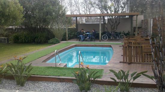 El Capullo: El jardín con la pileta