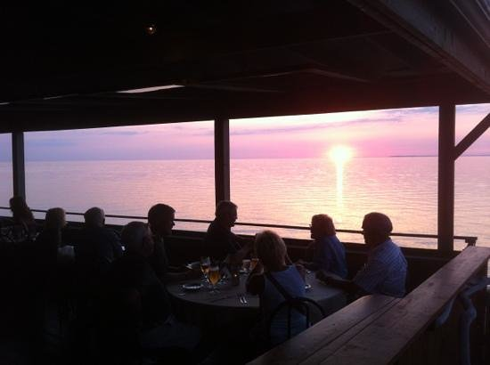 Root Five Waterfront Restaurant: sunset from Root Five patio