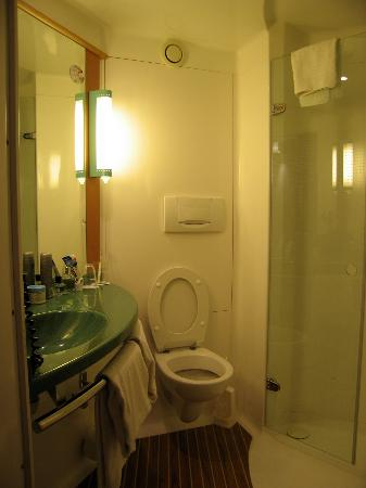 Ibis Stuttgart Centrum: Bathroom