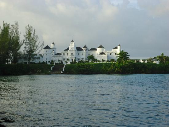 Know Jamaica Tours : Trident Castle - Port Antonio