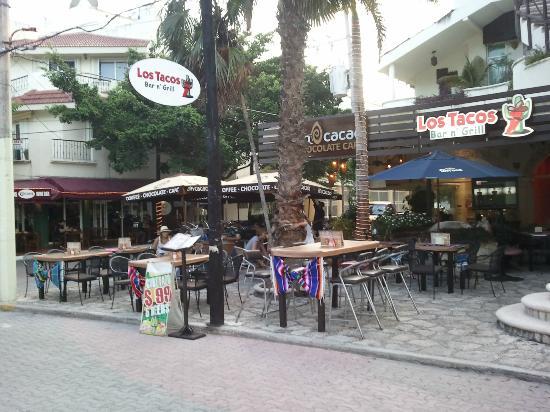 Los Tacos Bar n' Grill : Come riquisimo mientras difrutas la famosa 5ta avenida