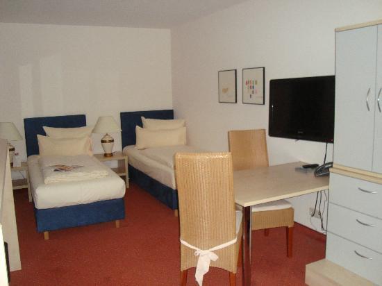Carat Hotel & Apartments München: Camera spaziosa