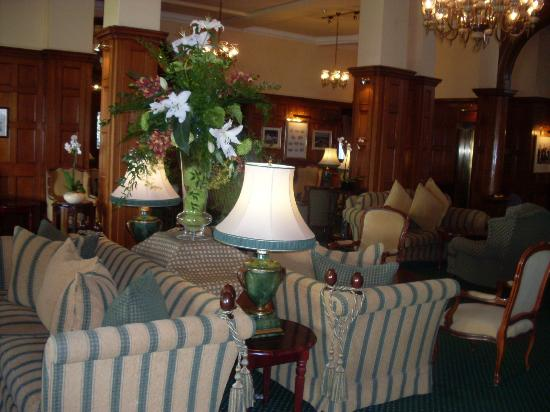 Victoria Hotel: One of the lounges