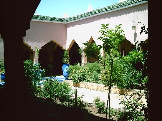 Auberge La Terrasse des Delices: Alternate Central Courtyard Main Rooms
