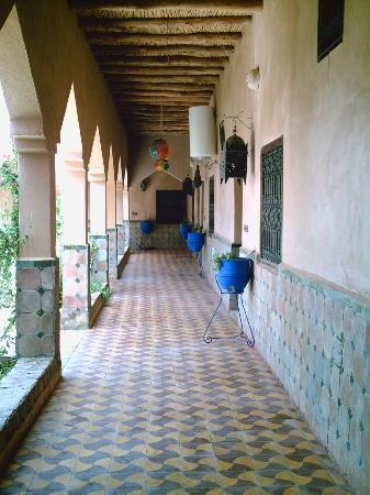 Auberge La Terrasse des Delices: Main Corridor - Central Garden