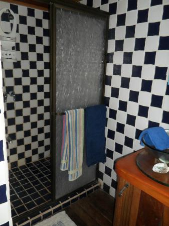 Casa Las Brisas: The shower and sink that is connected to the bedroom