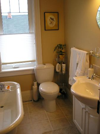 Between the Maples: Red Maple Bathroom