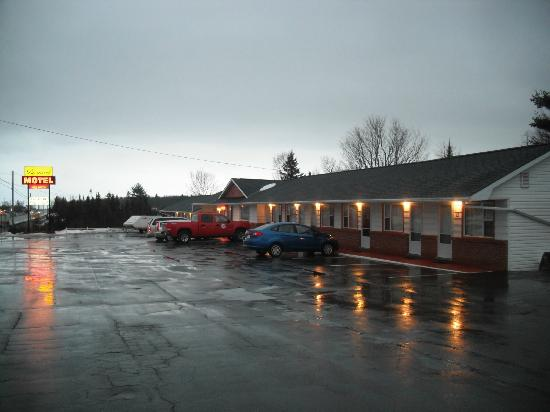 Bo-Mark Motel: The view of the entire motel.