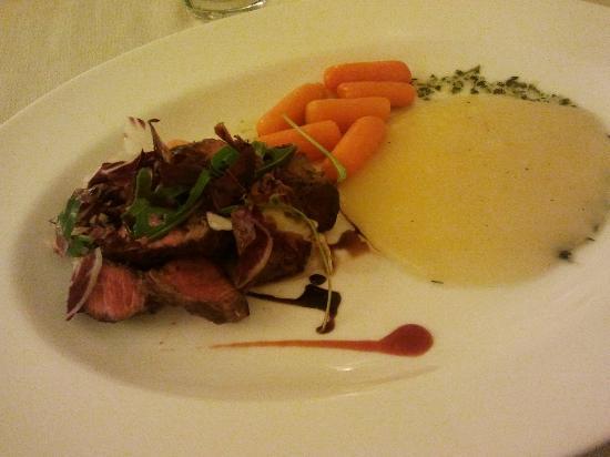 Hotel Baja: Cena a base di manzo, carotine e purea di patate.
