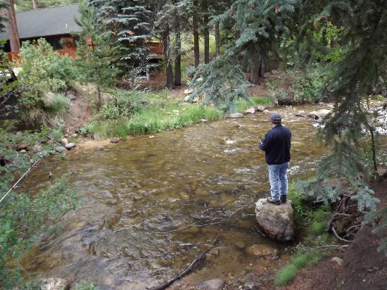 إستيس بارك كوندوز: Enjoying fisihing in the Fall River 