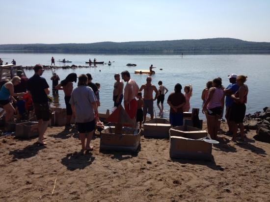 Dunromin Waterfront Campsite & Cabins: cardboard boat contest