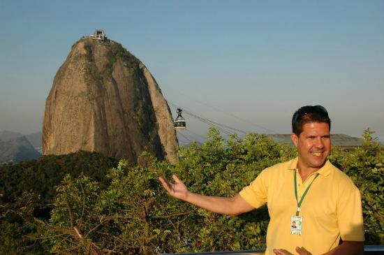 Manu Peclat - Rio Tour Guide: Welcome to the Sugar Loaf mountain cable car