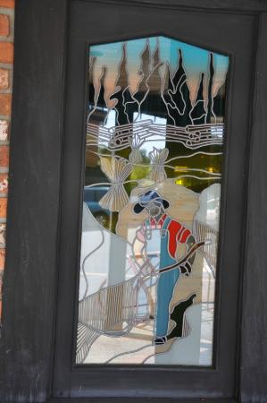 Smuggler's Cove Pub : stained glass window