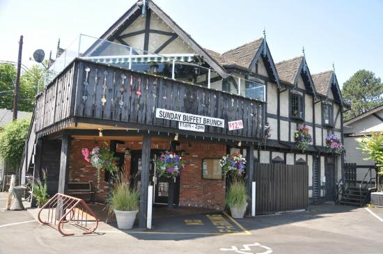 Smuggler's Cove Pub : the outside of the pub