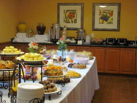 Holiday Inn Express & Suites Ontario Airport: Pre-Function Event Space - Executive Boardroom